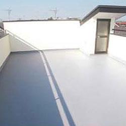 屋根の上にオープンスペースを